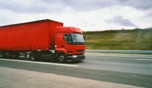camiones-en-la-autopista_01