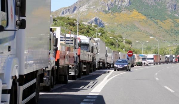 camiones-en-la-autopista_04