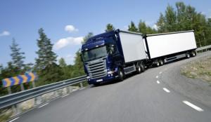 camiones-en-la-autopista_06