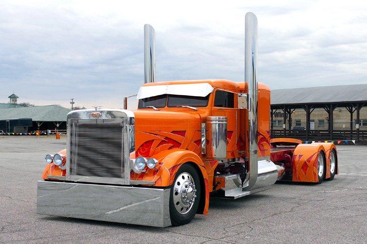 Camion tuneado naranja