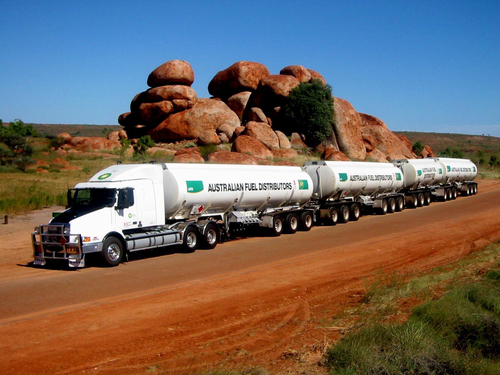 Camion con cuatro cisternas