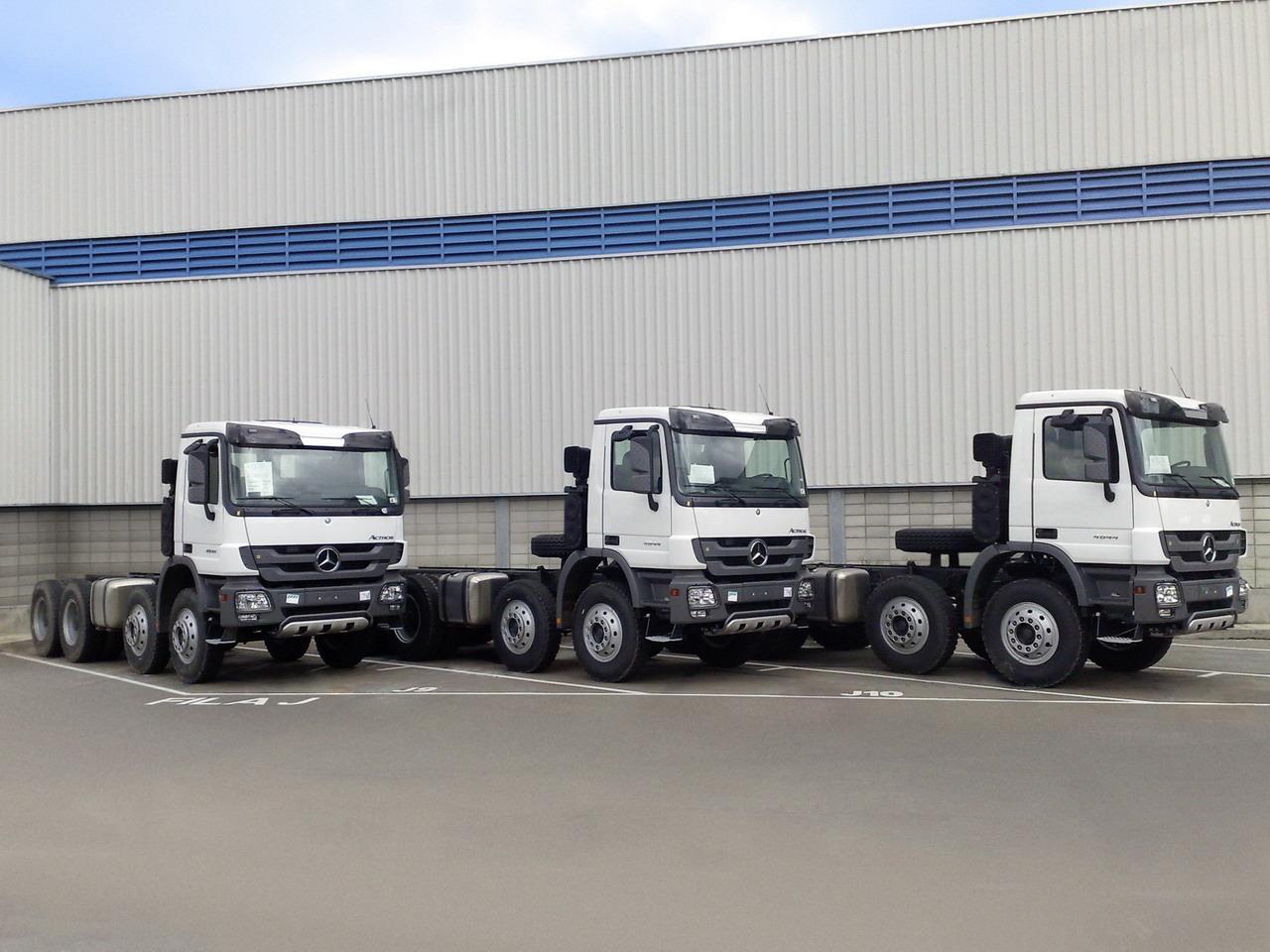 3 camiones Mercedes Benz