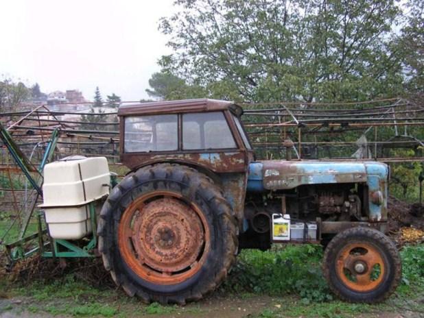 Manifestación Tractoristas en Fraga / 26/8/09 /José Diaz/ Tractorda Fraga 6 tractores en Caravana.jpg