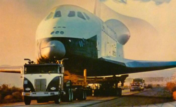 camion-transportando-al-voyager