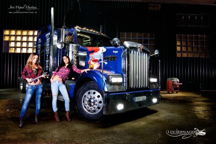 dos-chicas-y-un-camion_03