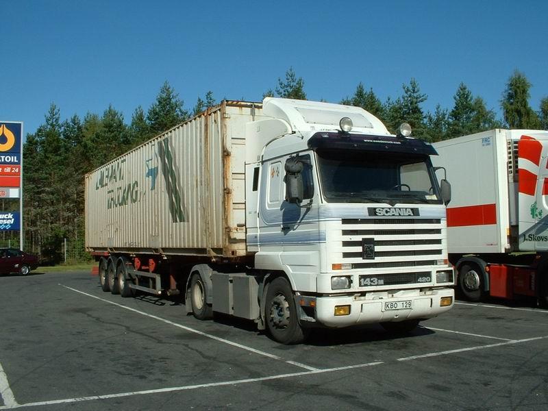 Scania de transporte blanco