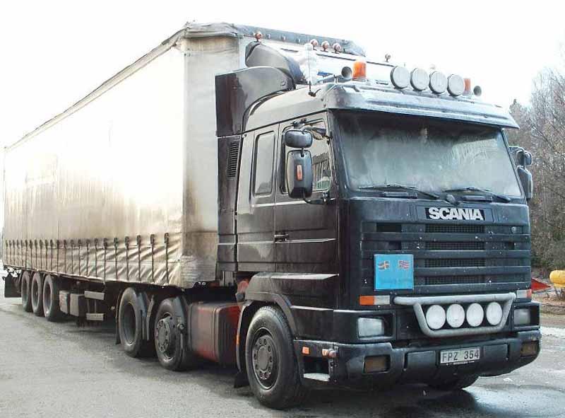 Scania negro de transporte