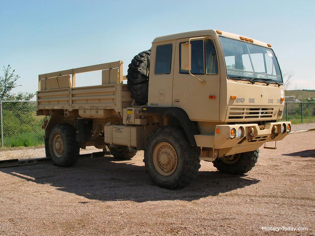 Camion militar M1078 LMTV L2