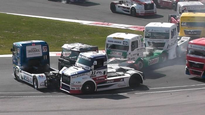 choque-en-carrera-de-camiones