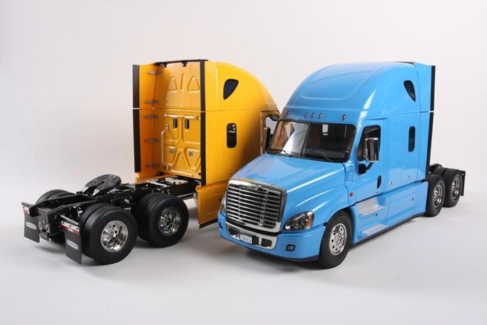 Freigh-Cascadia-amarillo-azul