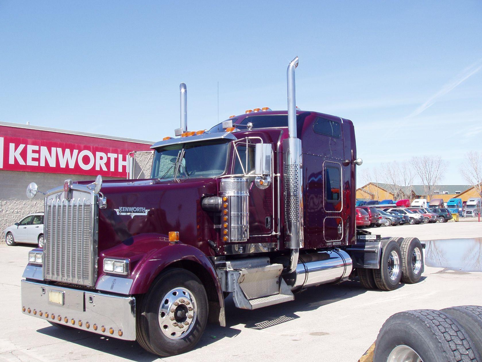 Camion Kenworth morado