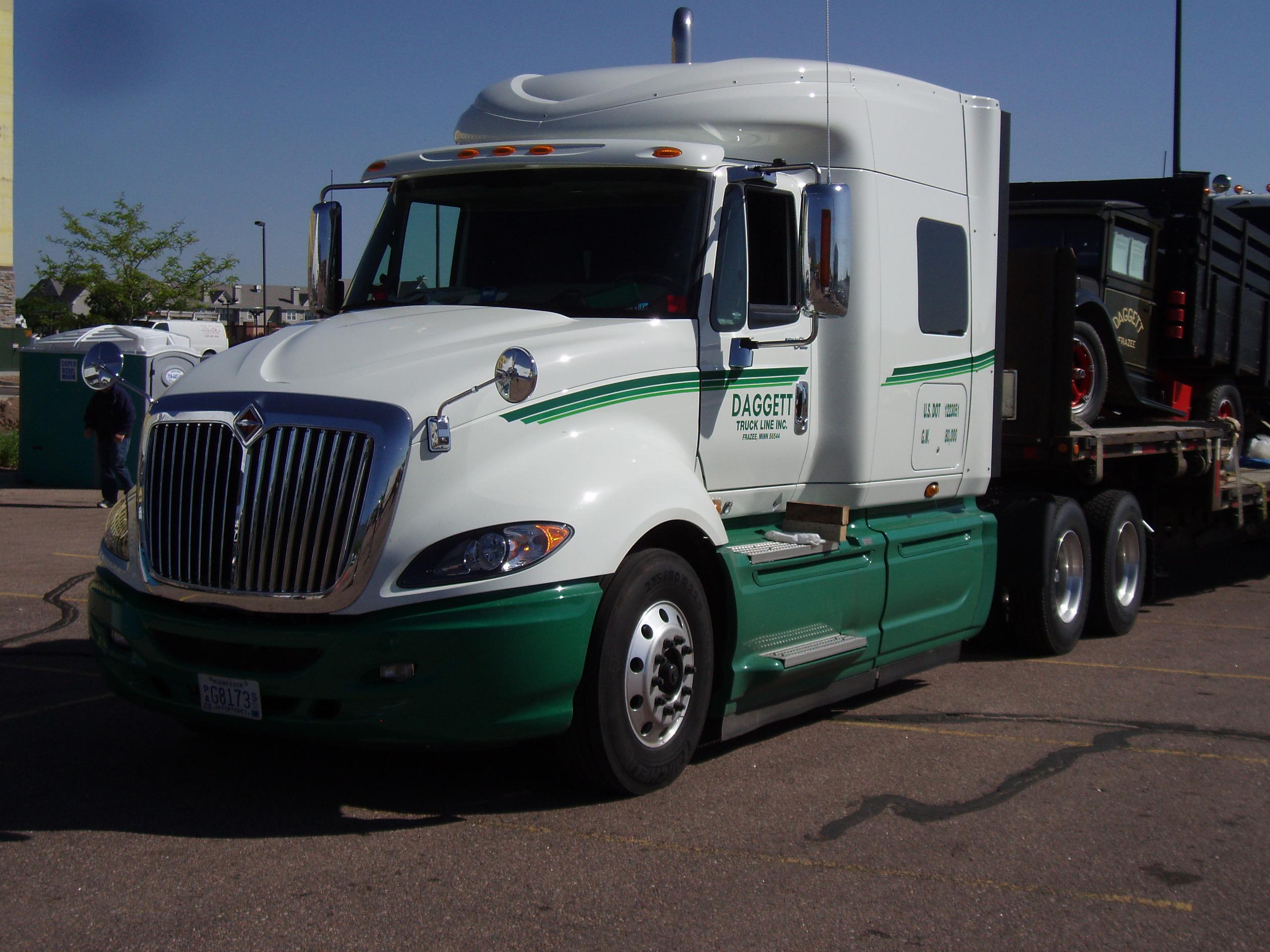 Camion ProStar blanco verde