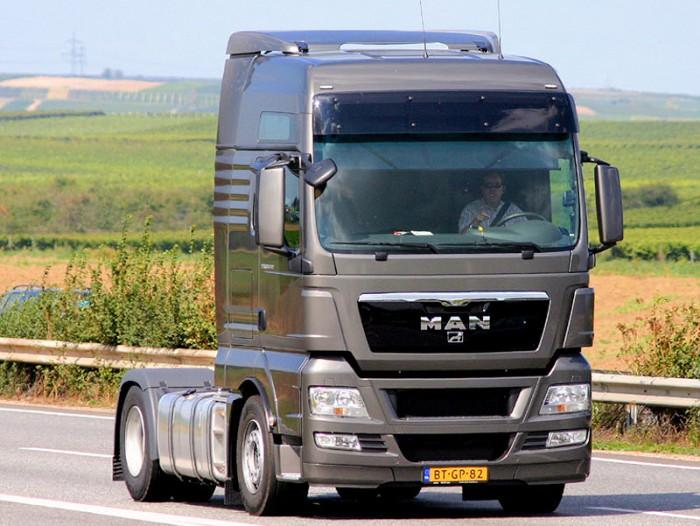 camion-man-gris