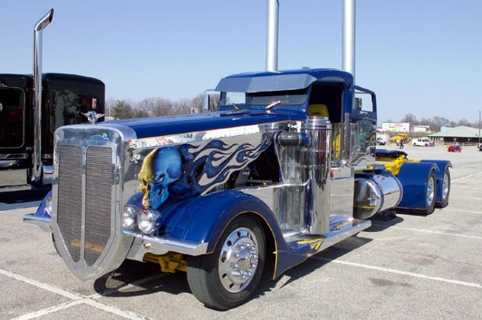 camion-azul-tuneado
