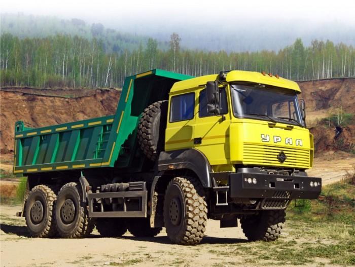 camion-ural-amarillo-verde