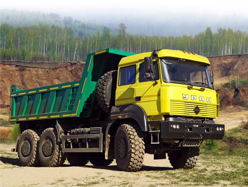 Camion Ural amarillo y verde