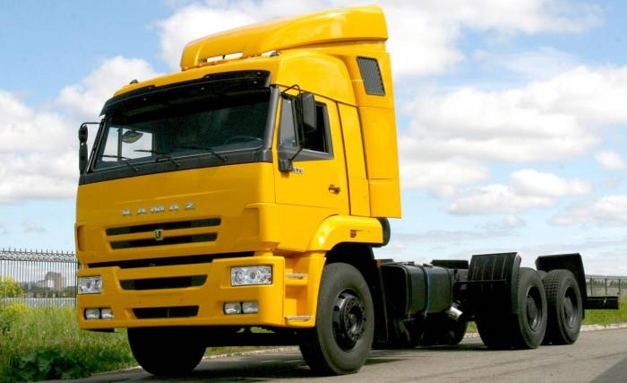 camion-kamaz-amarillo