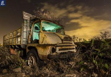 Camion abandonado en el desierto